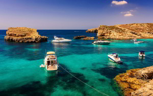 cropped-boats-turquoise-water.jpg